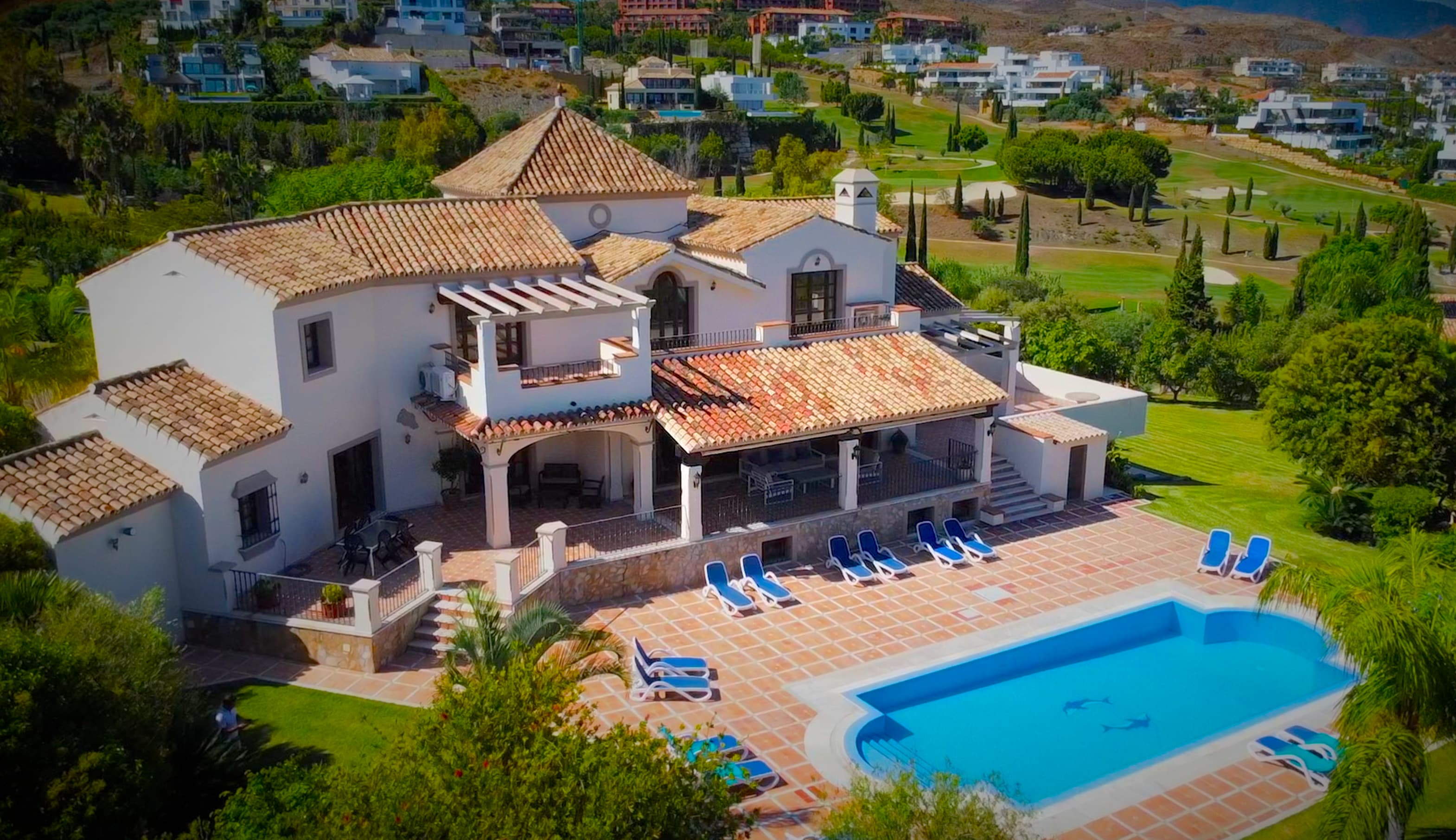 Magnificant Villa with expansive gardens and close to the sea