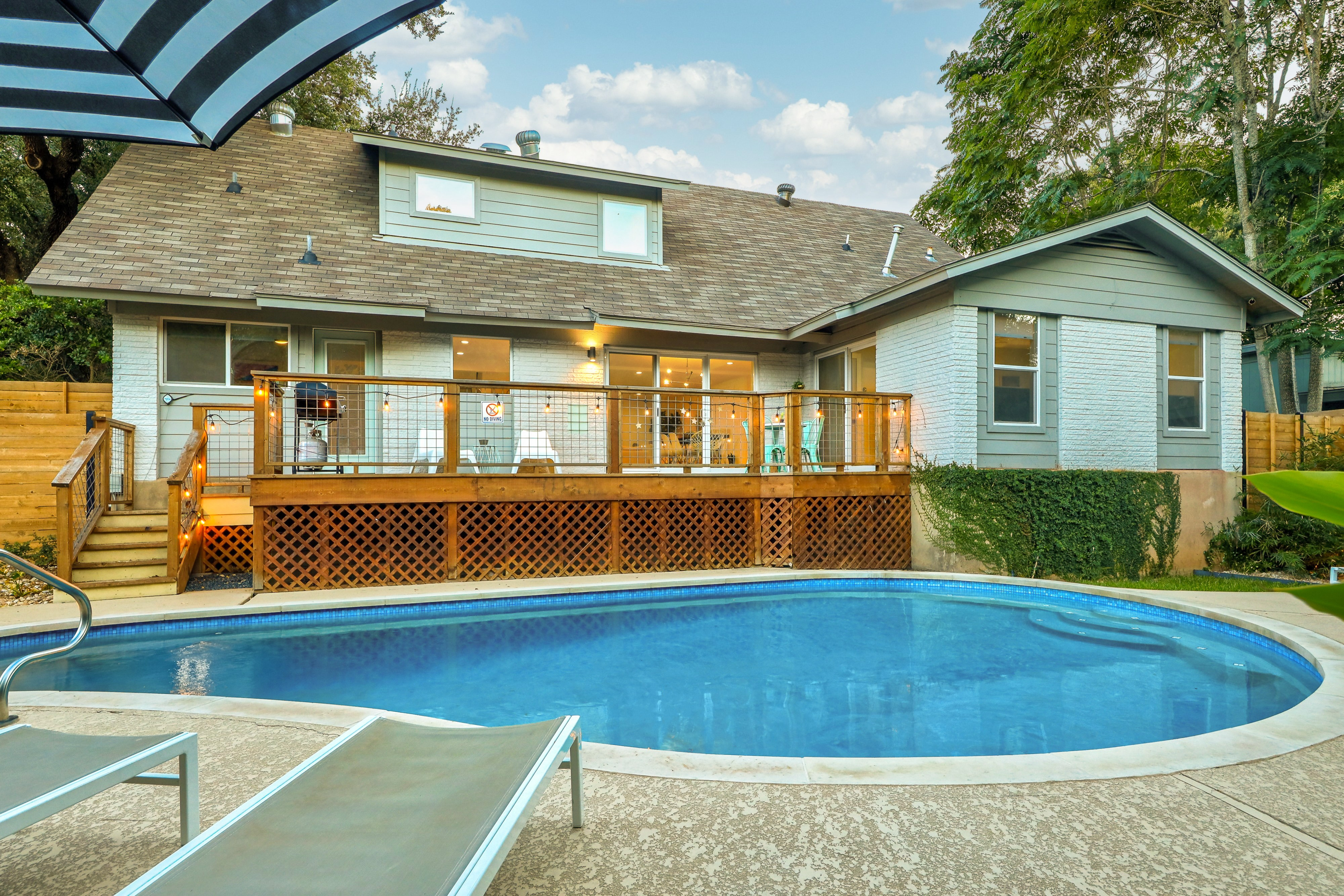 Travis Heights Treasure - Private Pool + 4 Min to Downtown!