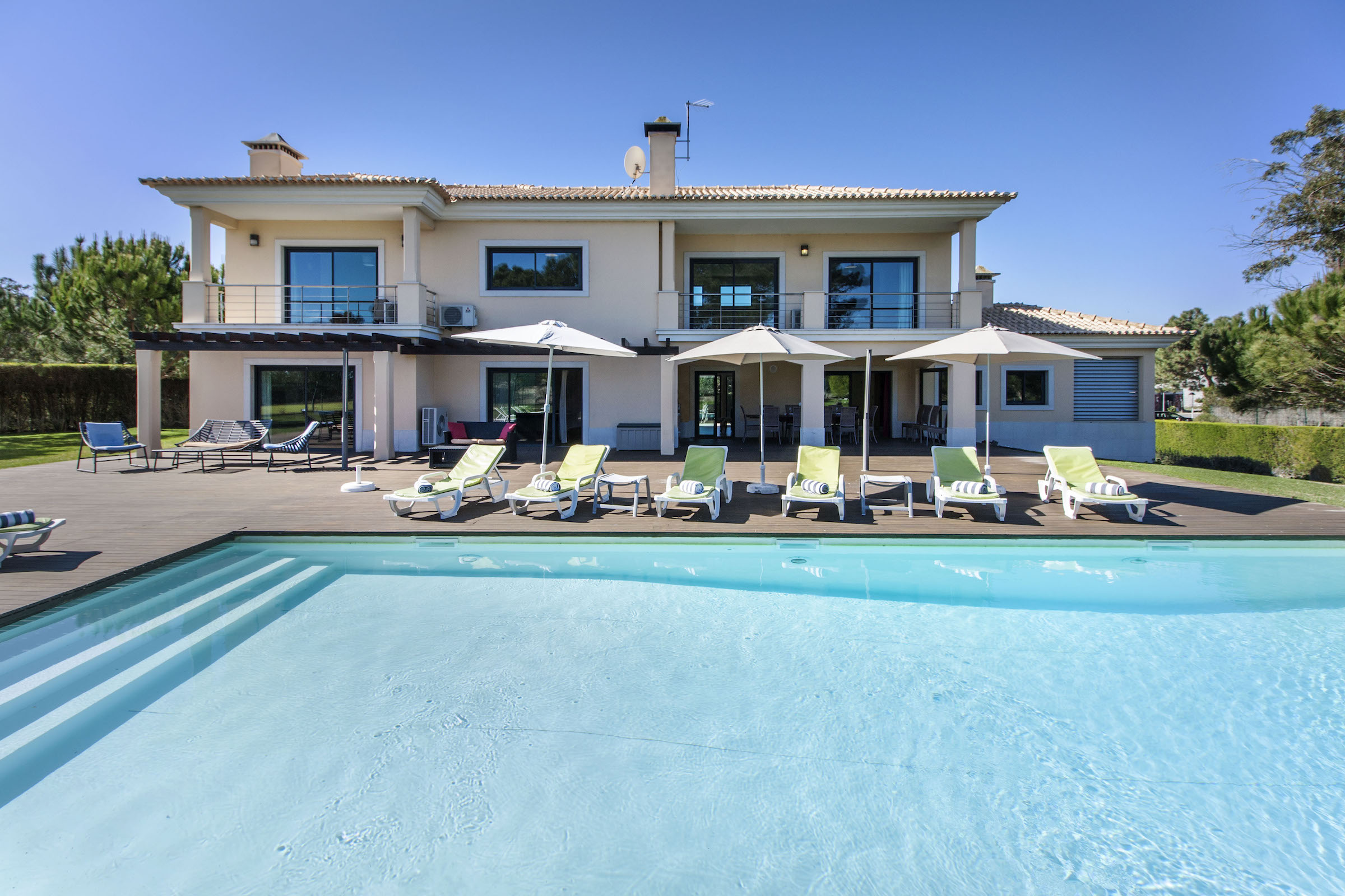 Property Image 2 - Wonderful beachfront villa with private pool and tennis court