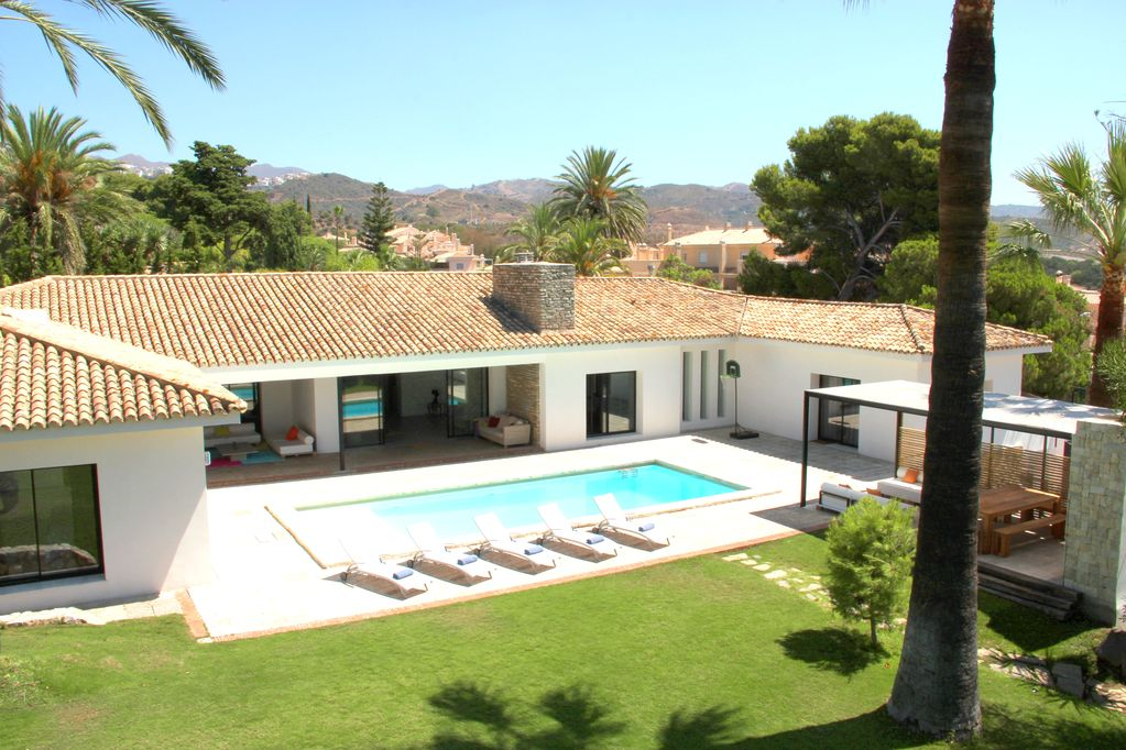 Exquisitely presented villa on the golf course with private pool