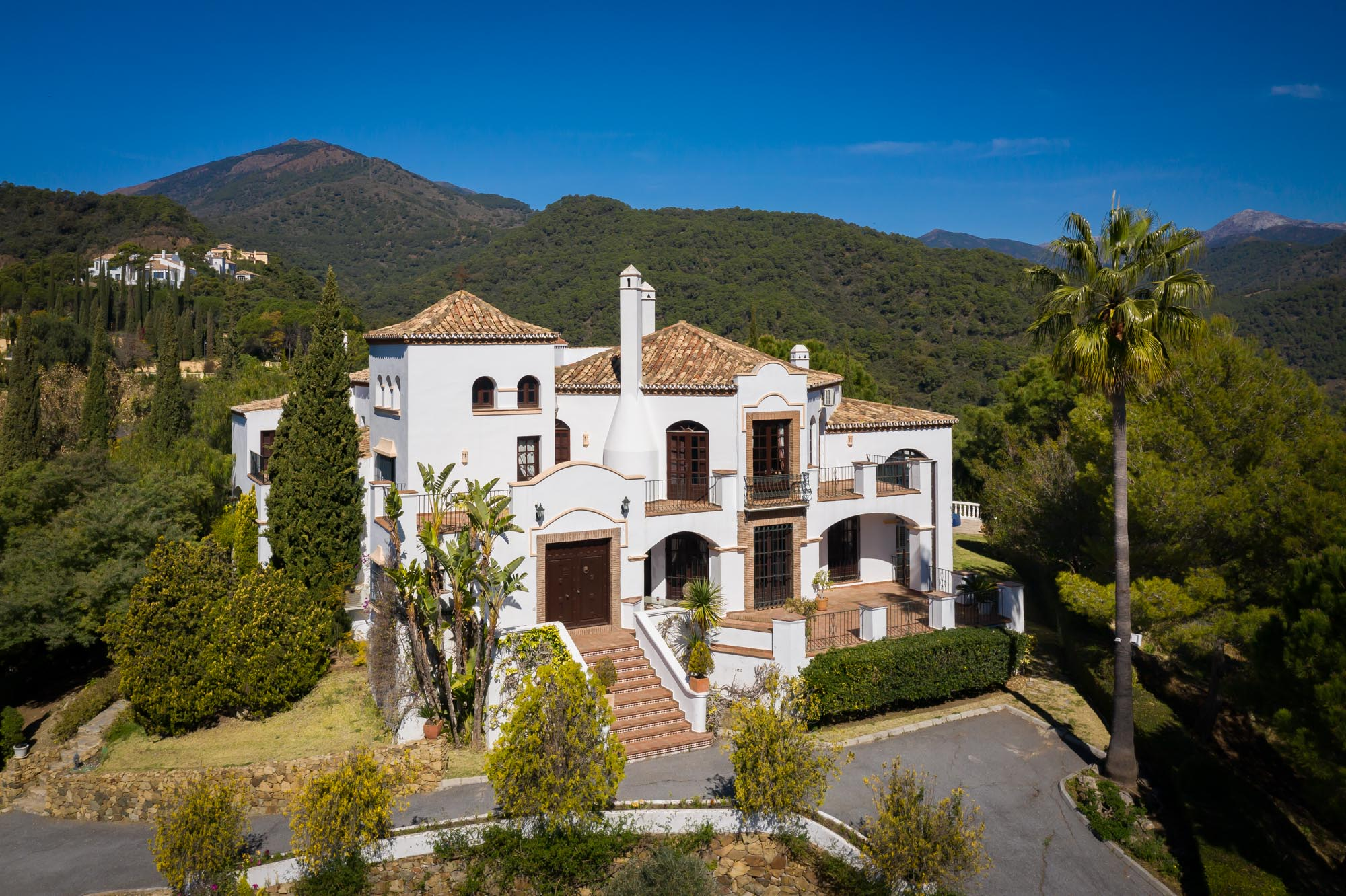Andalucian style villa located in the rolling countryside of Benahavis