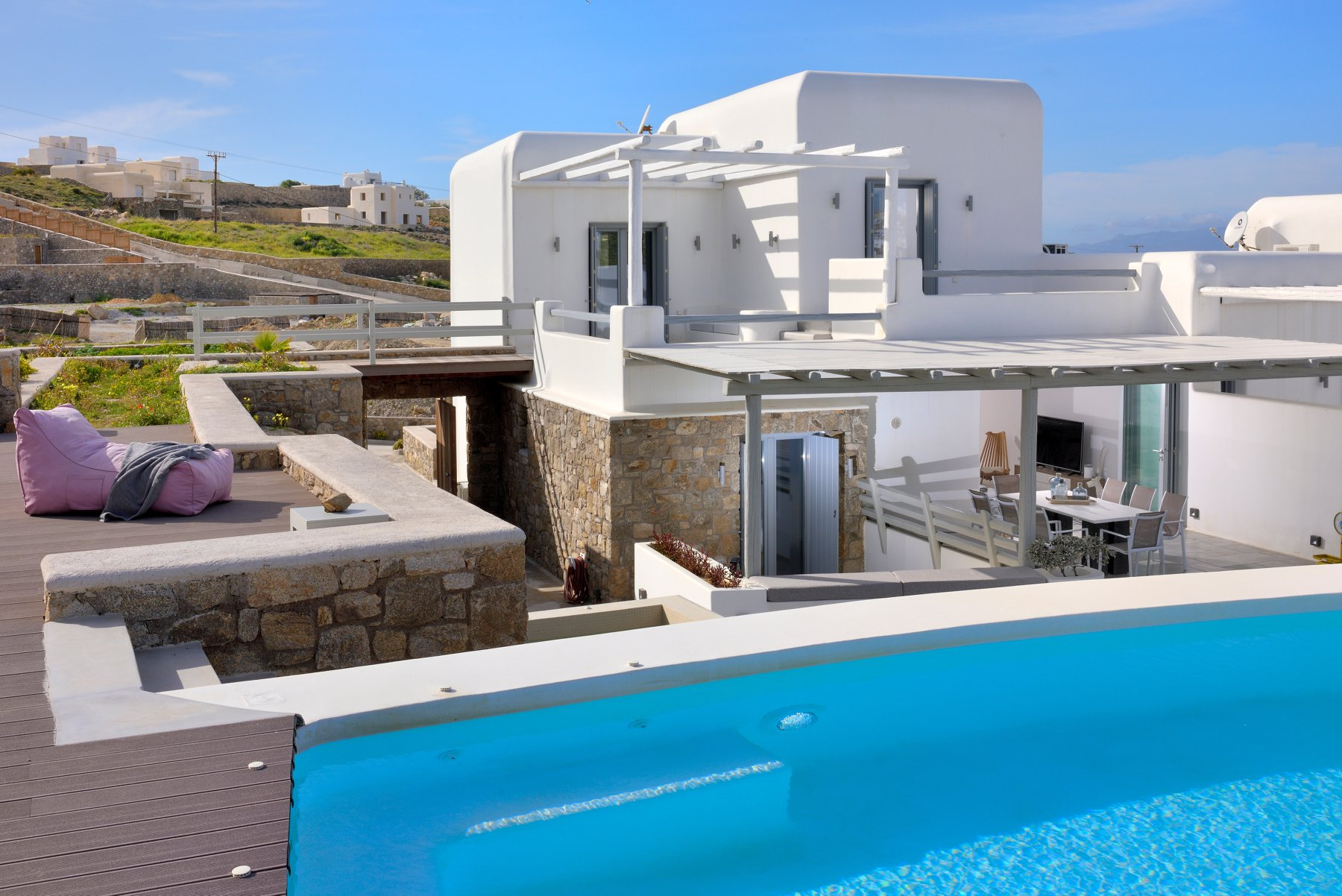 Chic 4 bedroom Hilltop villa with private pool