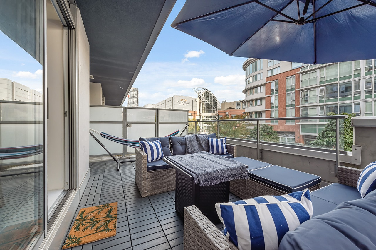 Property Image 2 - Chic 2 Bedroom Downtown Condo by Rogers Arena