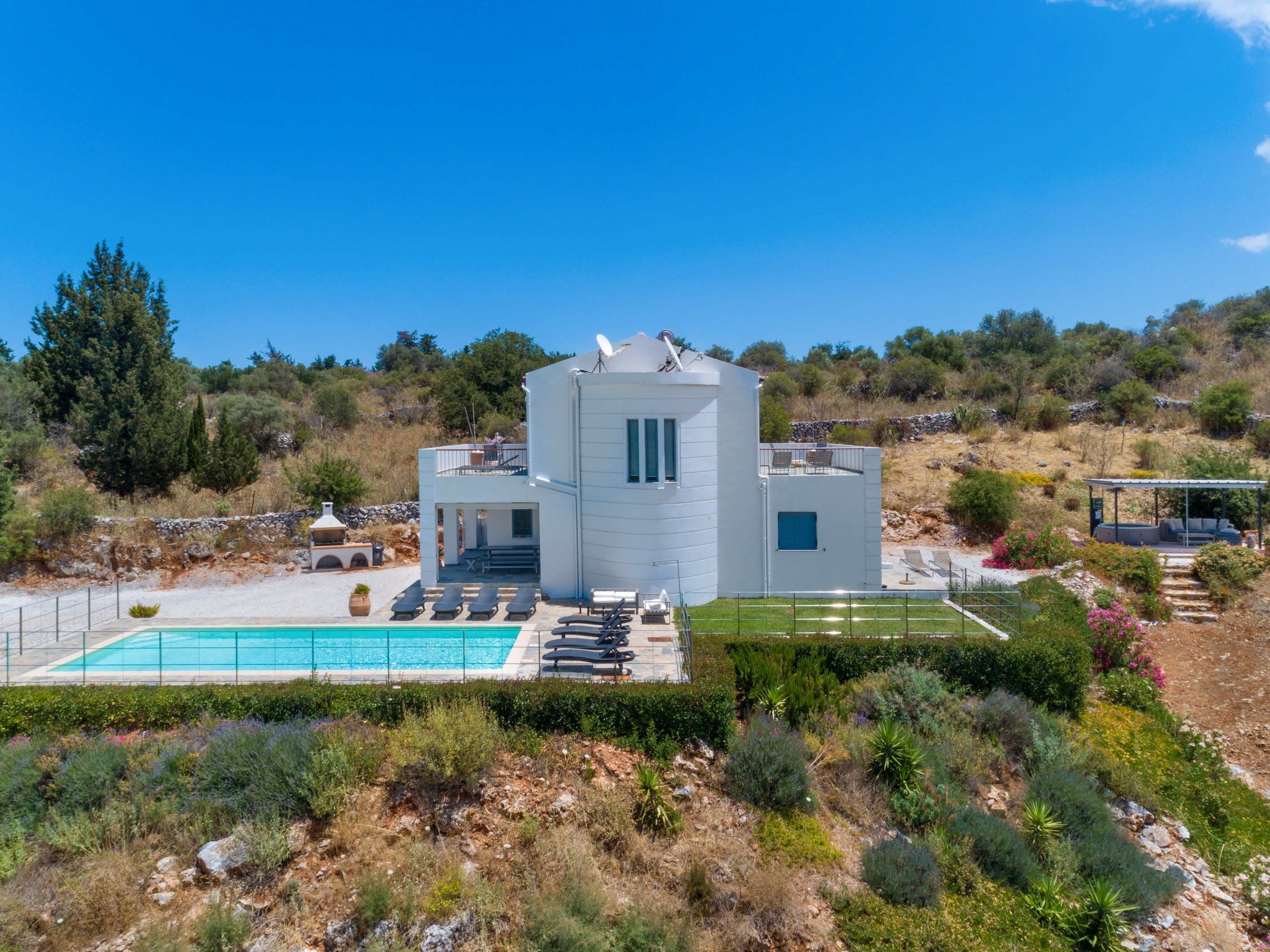 Property Image 2 - Elegant and impressive villa with private pool