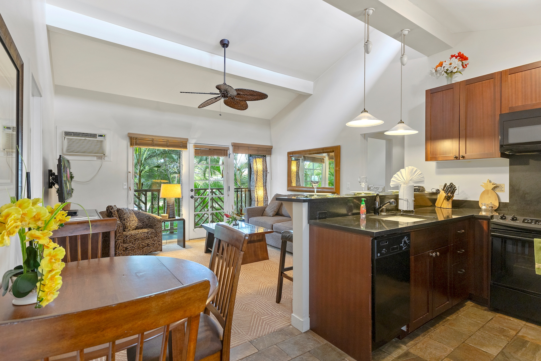 Property Image 1 - Beautiful Lahaina Condo With Pool Nearby