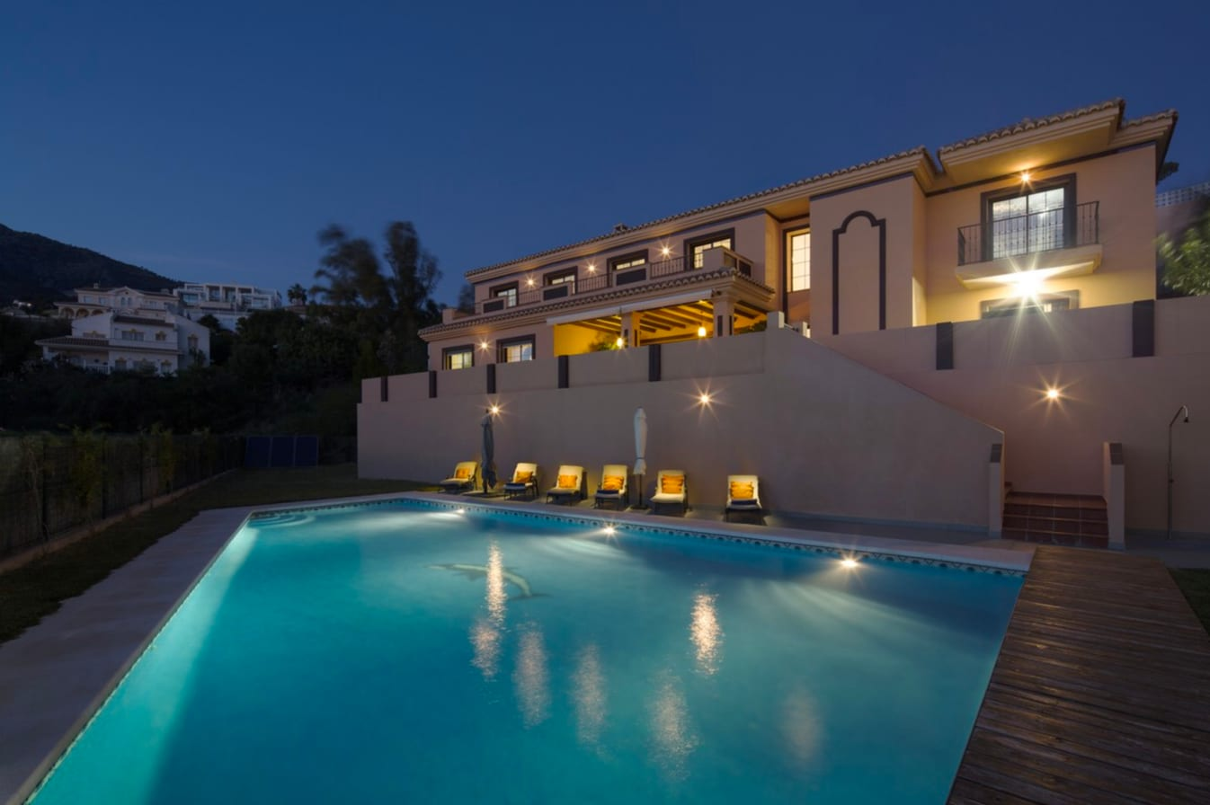Property Image 1 - Family villa with heated pool and games room