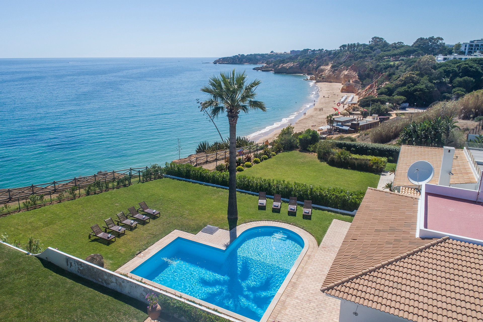 Property Image 1 - Marvelous beachfront villa in Algarve