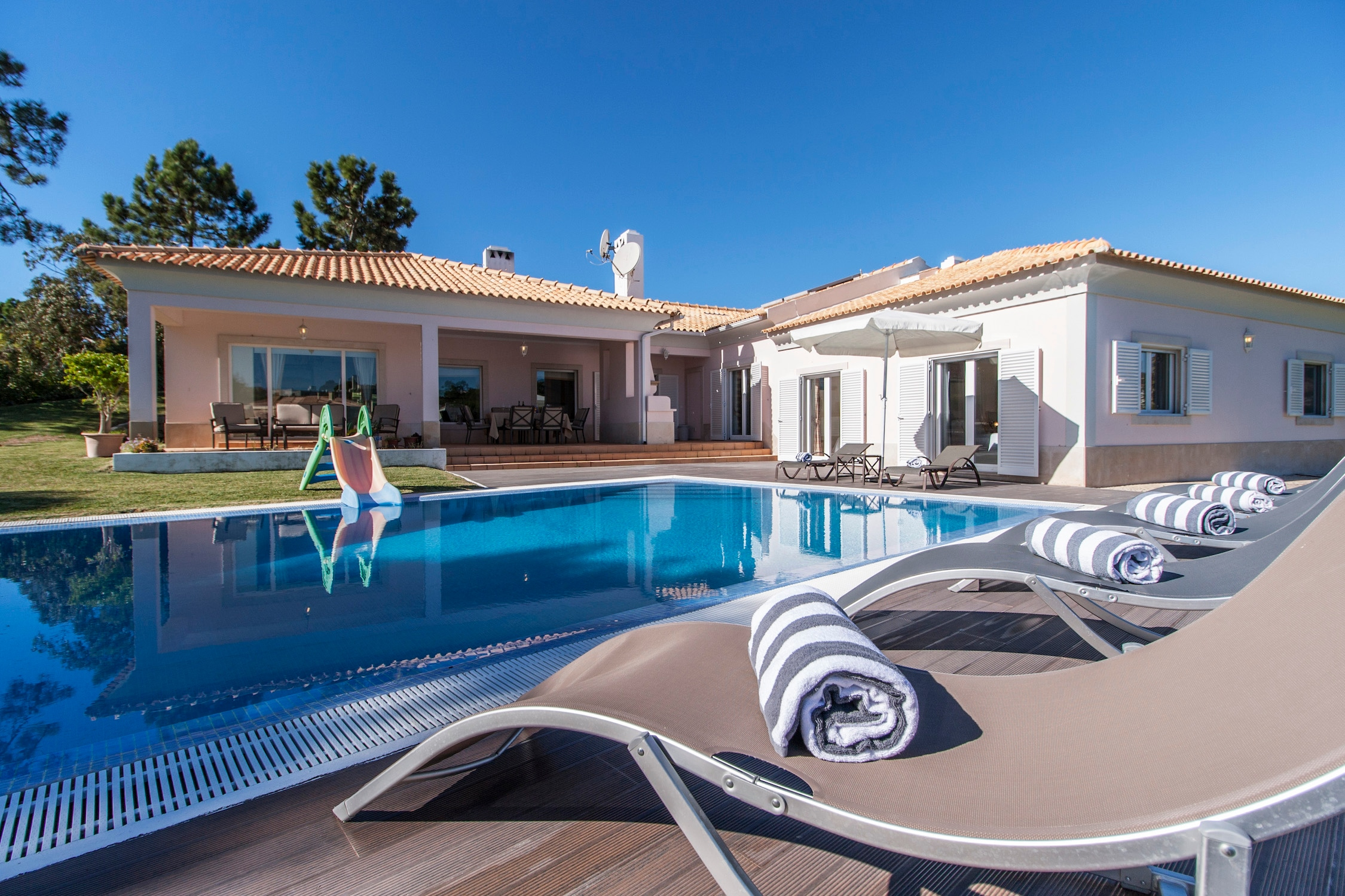 Property Image 1 - Lovely five bedroom villa within walking distance from the beach