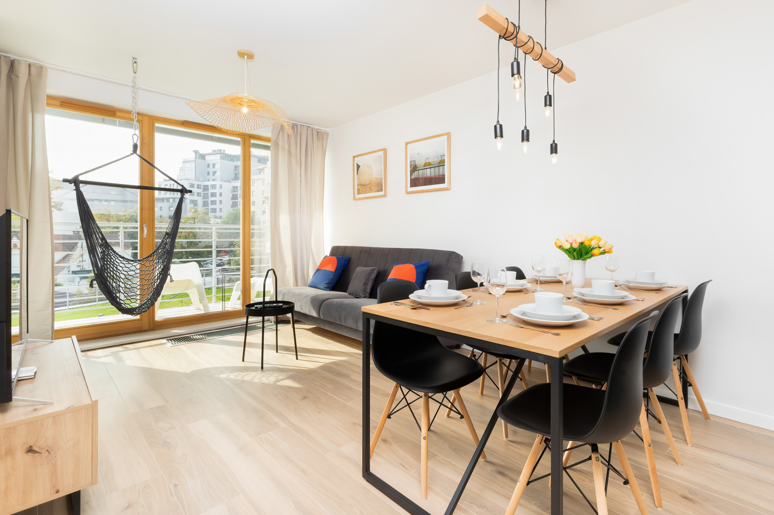 Property Image 1 - Exquisite Marine Apartment with Parking and Balcony