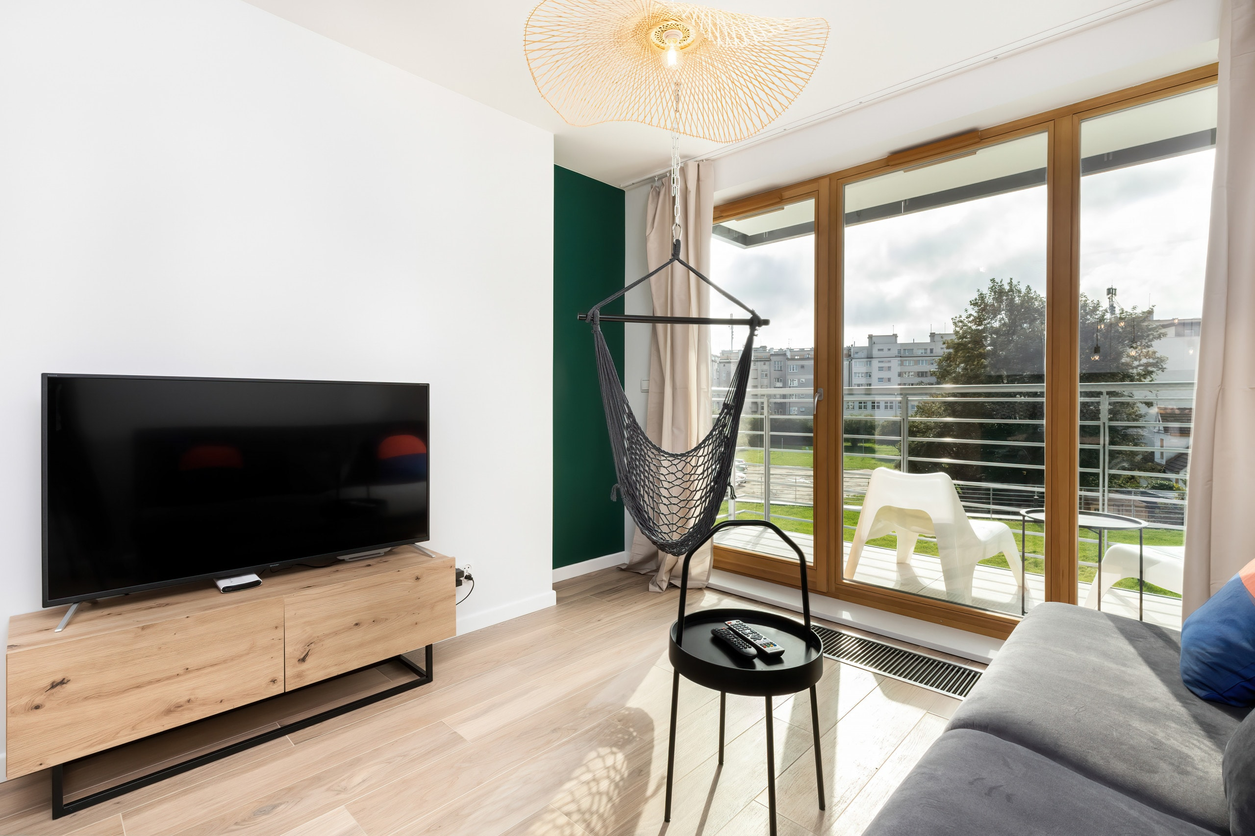 Property Image 2 - Exquisite Marine Apartment with Parking and Balcony