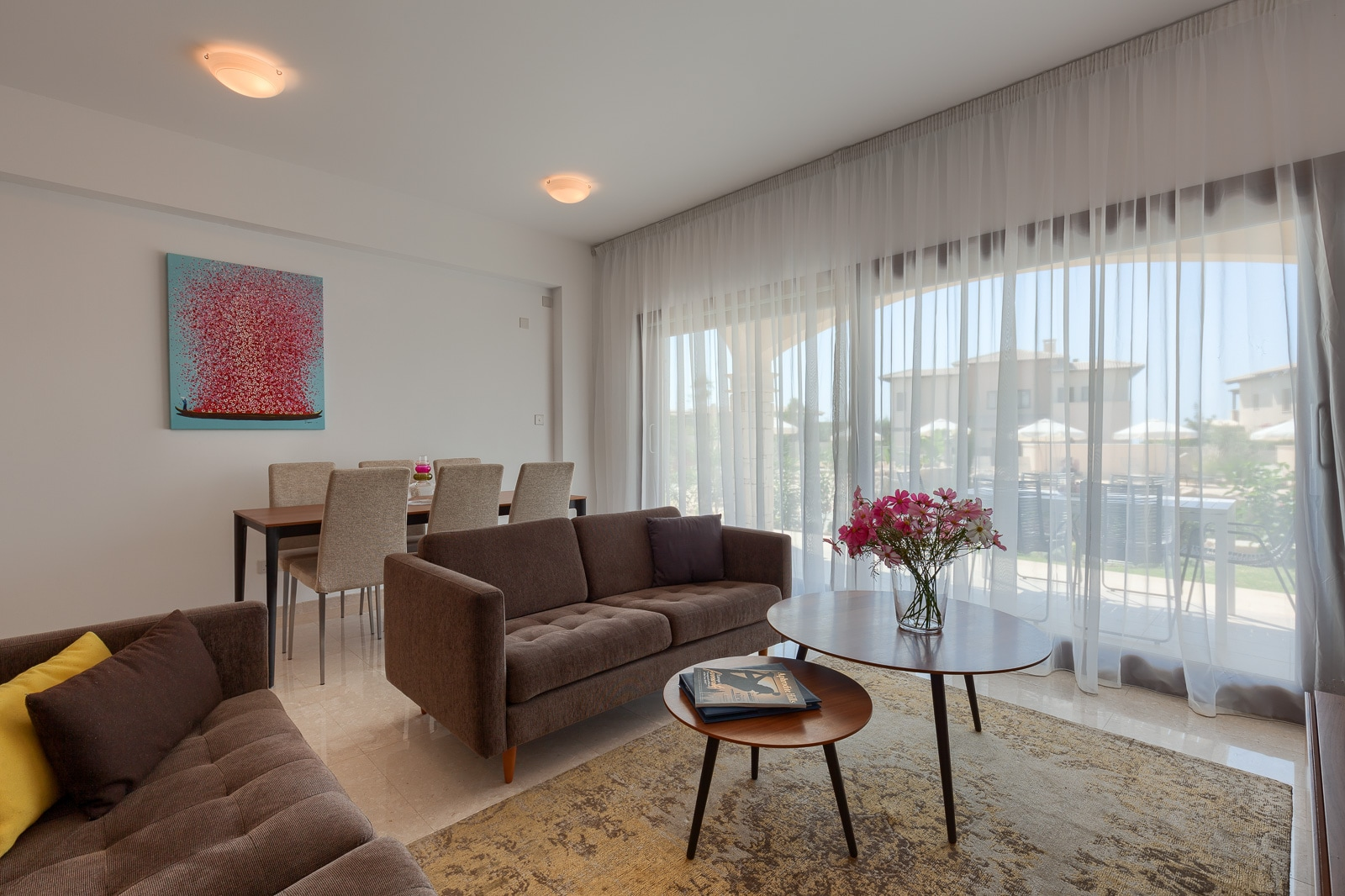 Property Image 1 - Modern 3 Bedroom Ground Floor Premium Apartment with shared Pool
