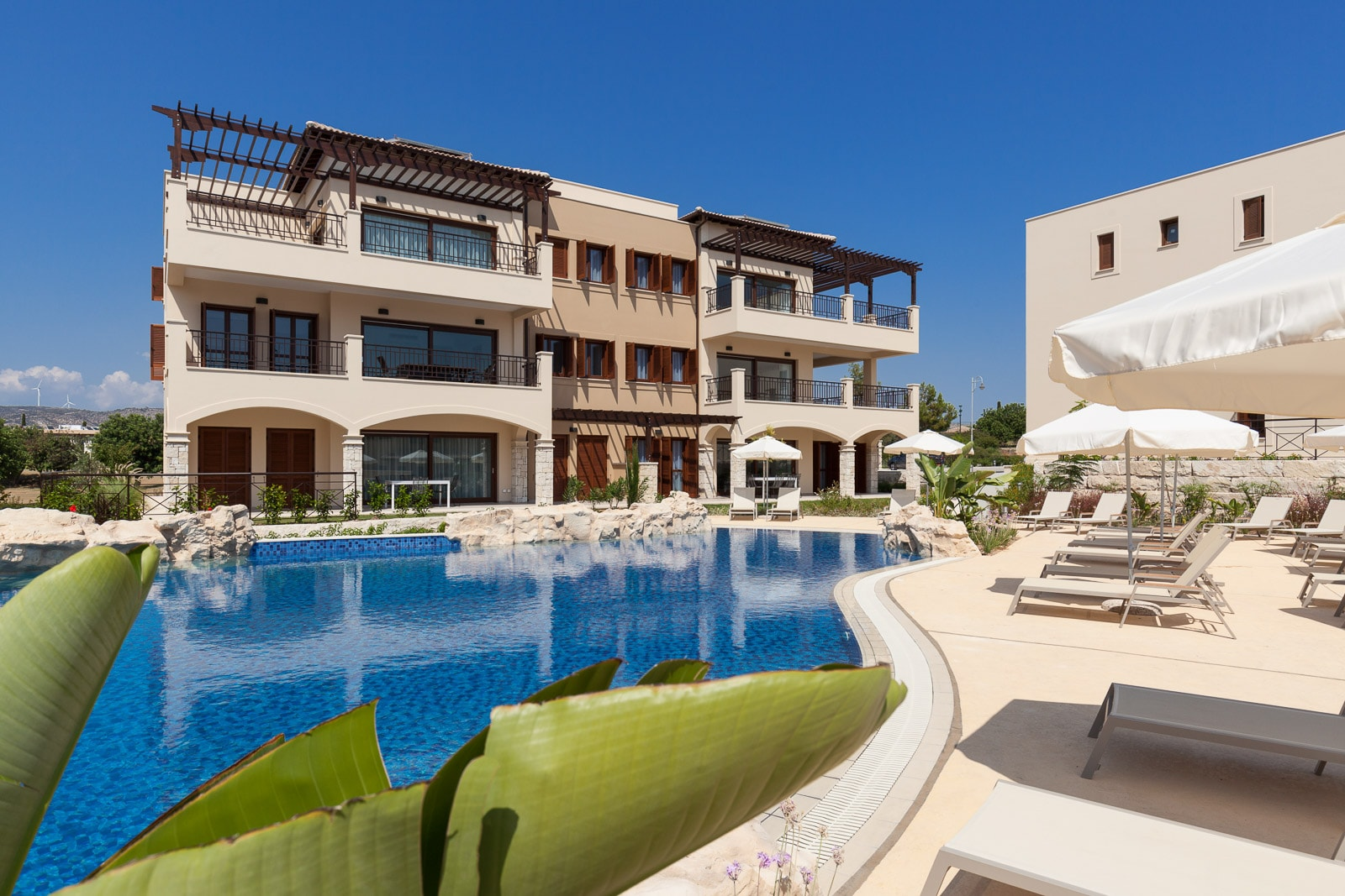 Property Image 2 - Modern 3 Bedroom Ground Floor Premium Apartment with shared Pool