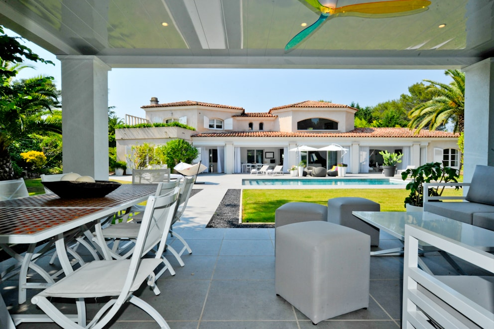 Property Image 2 - Light Airy Villa with Private Pool