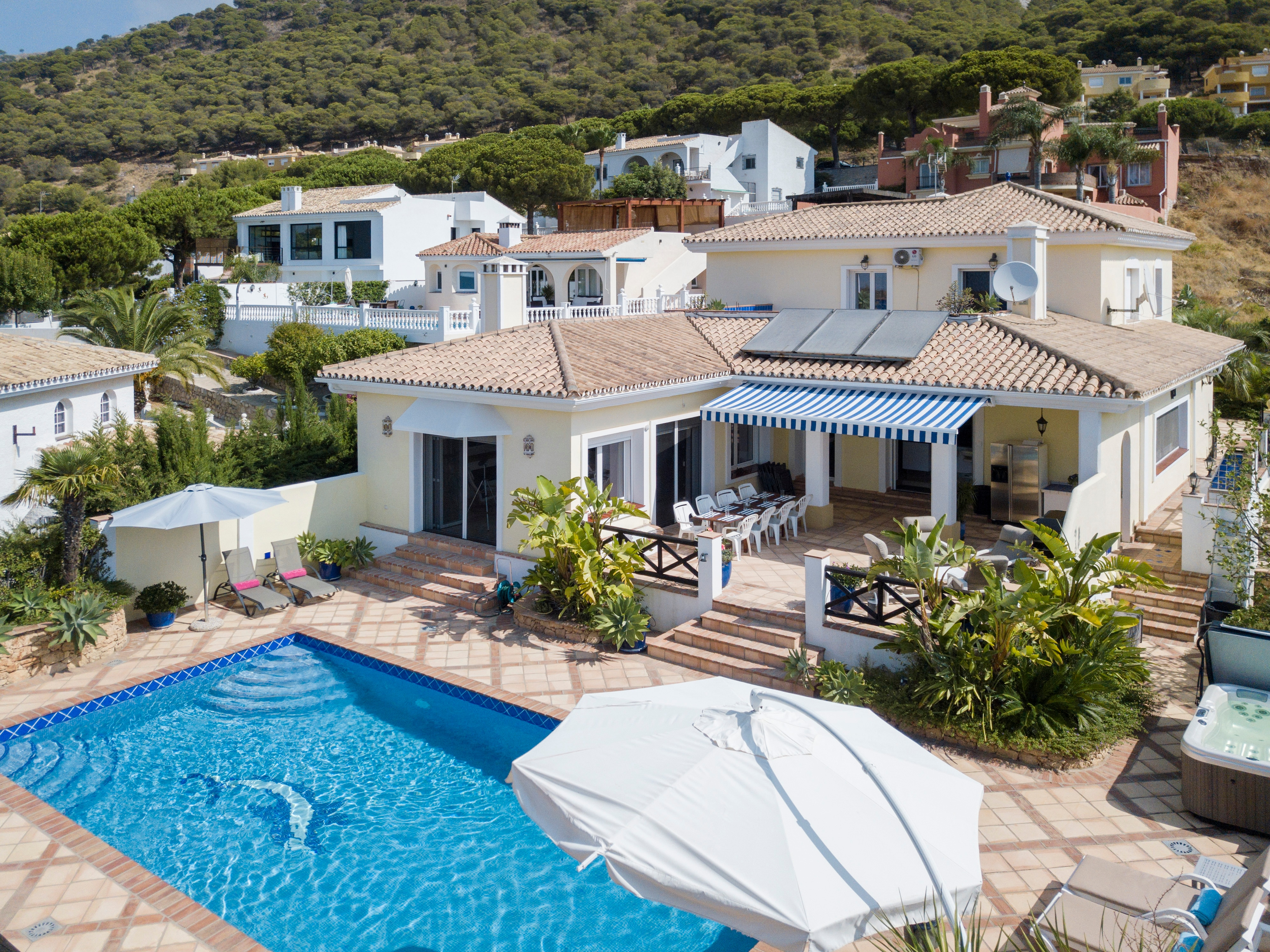 Property Image 1 - Fabulous Villa with Sea Views, Private Pool and Jacuzzi