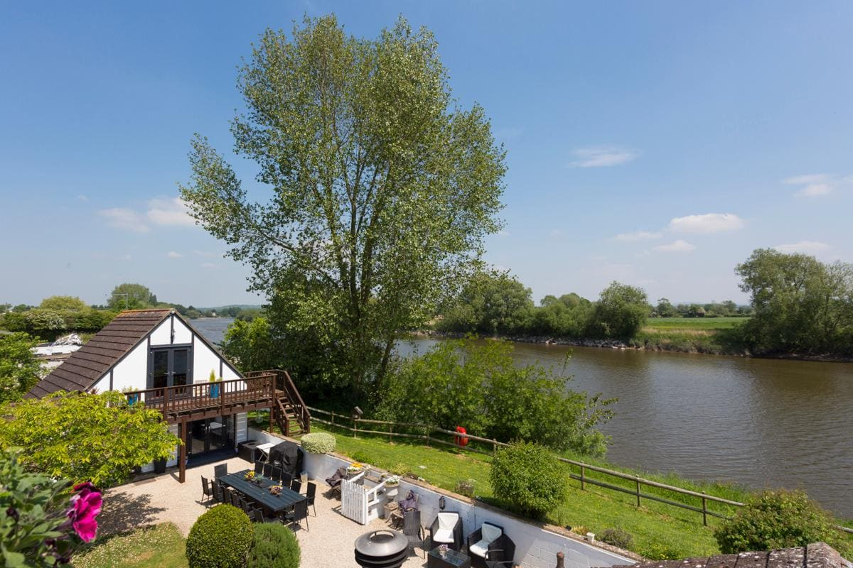 Property Image 2 - Elegant Riverside Estate across River Severn