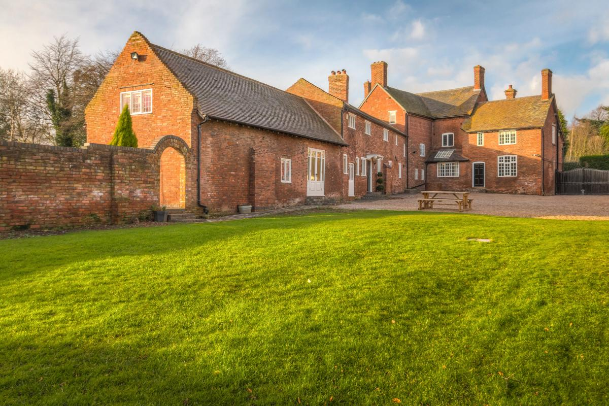 Property Image 1 - Beautiful Restored Georgian Home with 1.5 Acres Gardens in Derbyshire