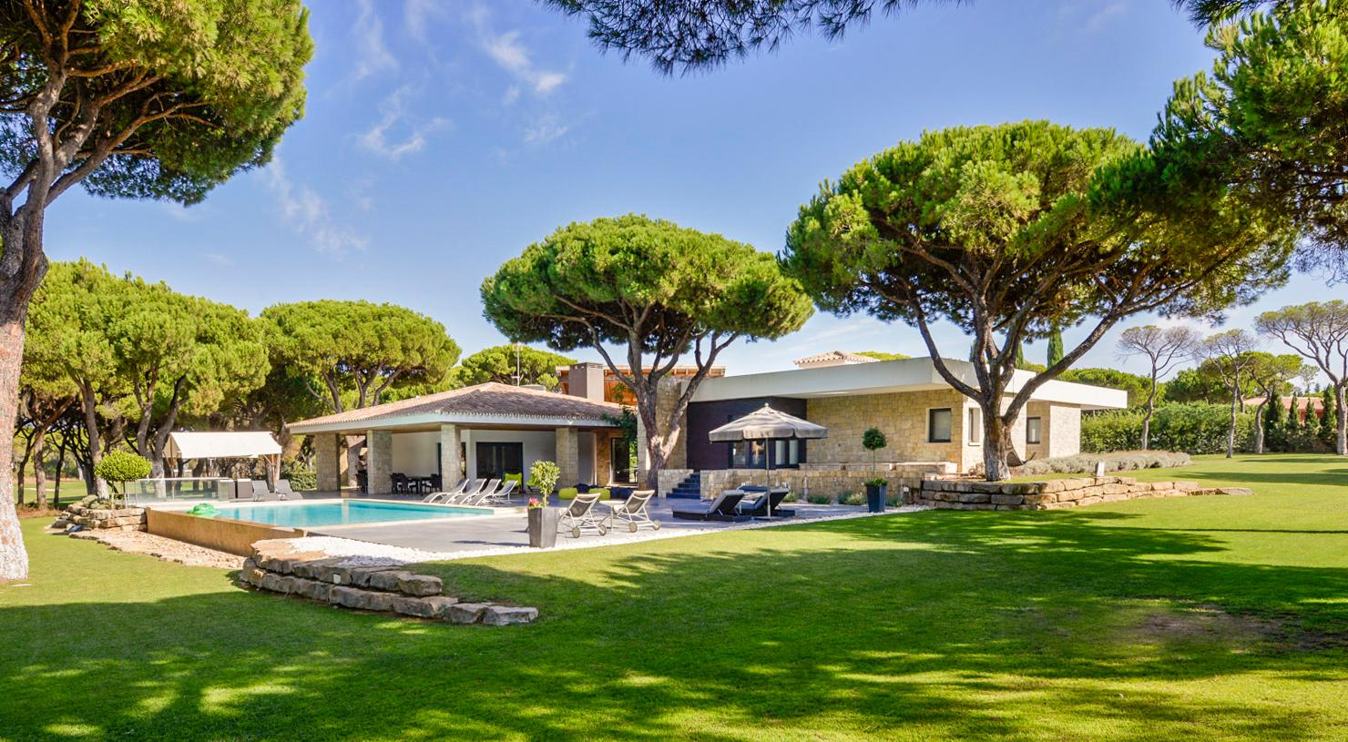 Chic Villa with Wonderful Views, Pool, and Cinema Room