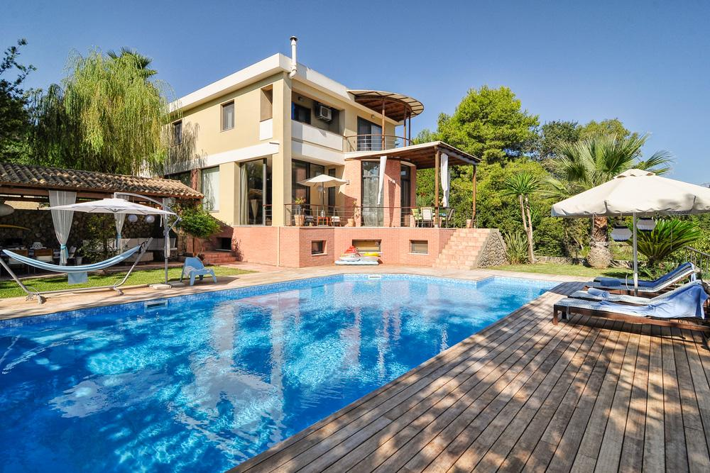 Stylish Villa with Idyllic Views and Pool