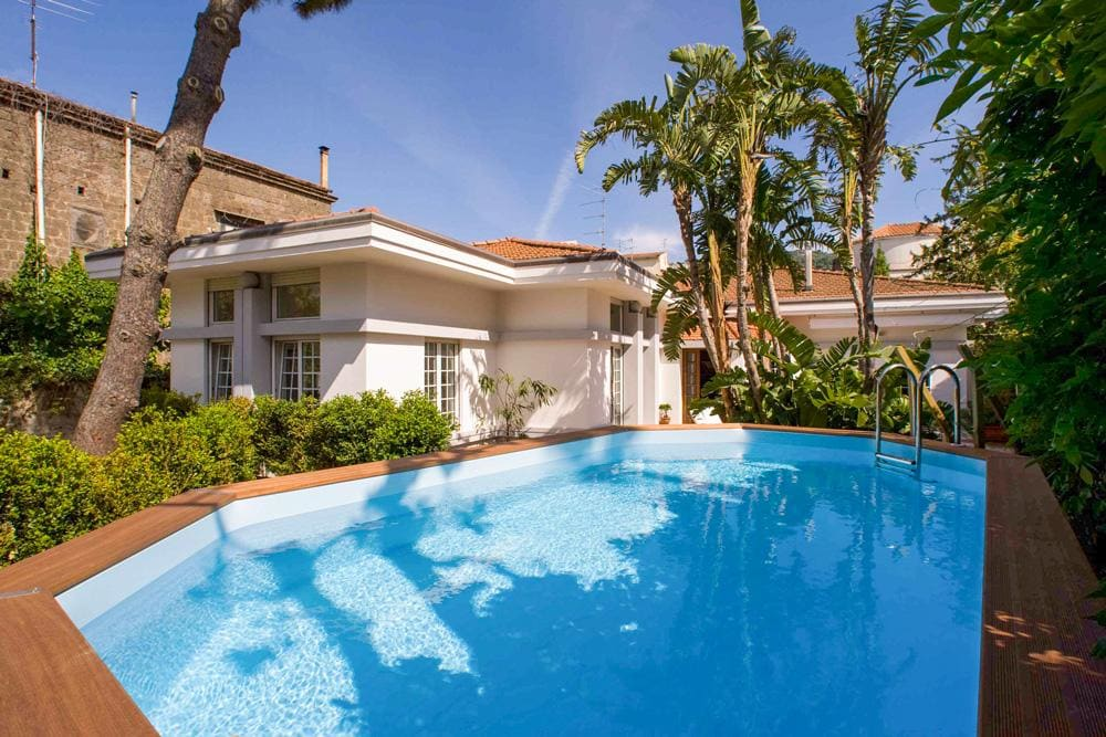 Luxurious Villa Close to Local Amenities with Pool