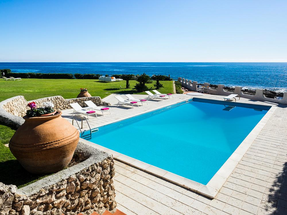 Property Image 1 - Fabulous 6-Bedroom Seafront Villa with Pool and Gardens