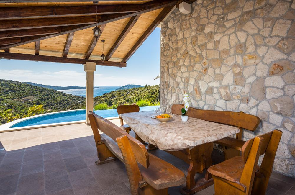 Property Image 2 - Traditional, Charming Villa with Sea Views and Pool