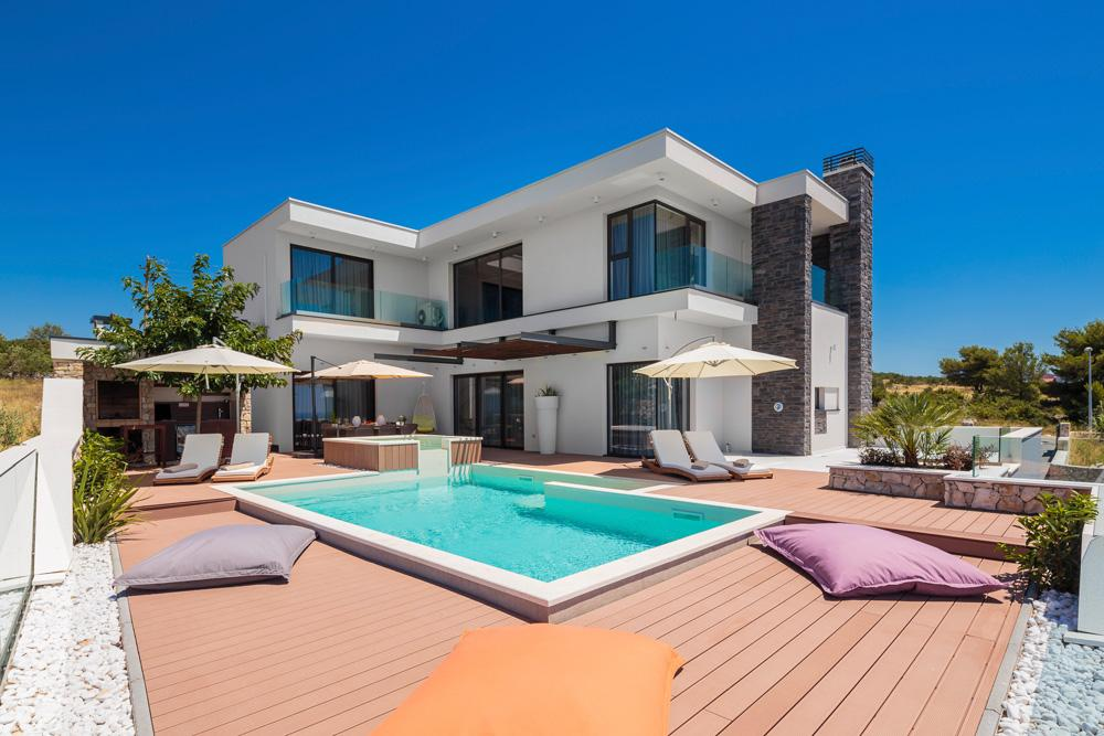 Property Image 2 - Ideal Serene Villa with Beautiful Views and a Pool