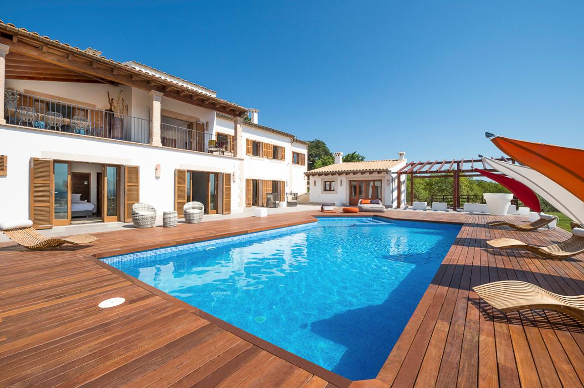 Property Image 1 - Exquisite Spacious Villa with Contemporary Terrace