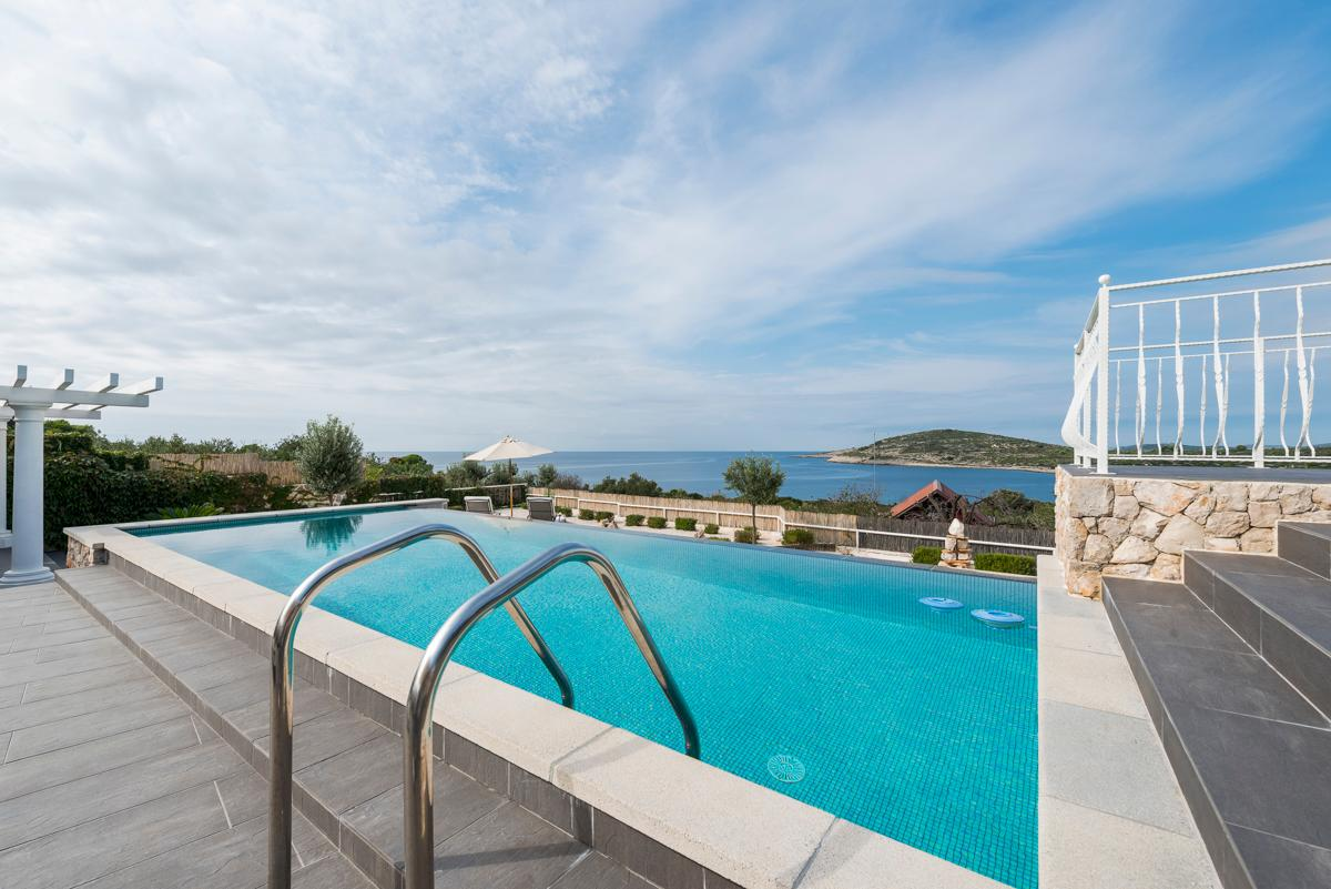 Property Image 2 - Quiet Island Villa with Serene Sea Views