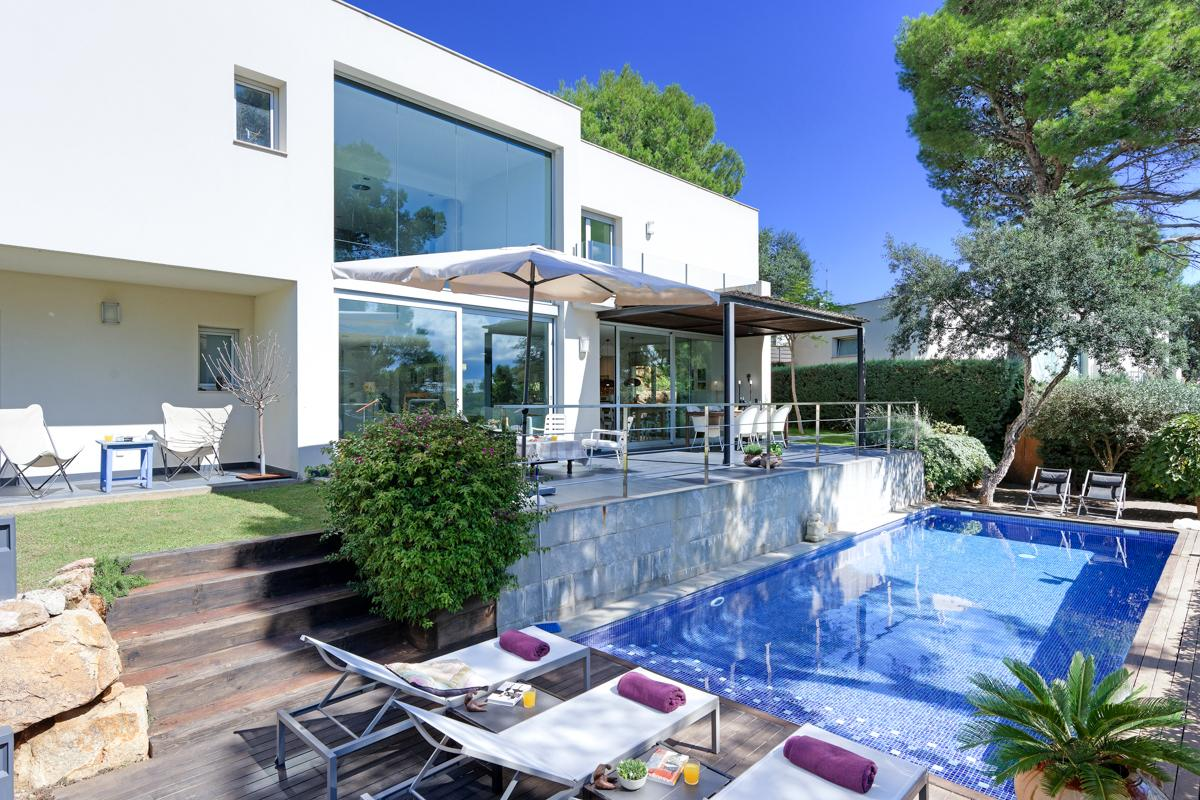 Property Image 1 - Majestic Comtemporary Villa with Pool