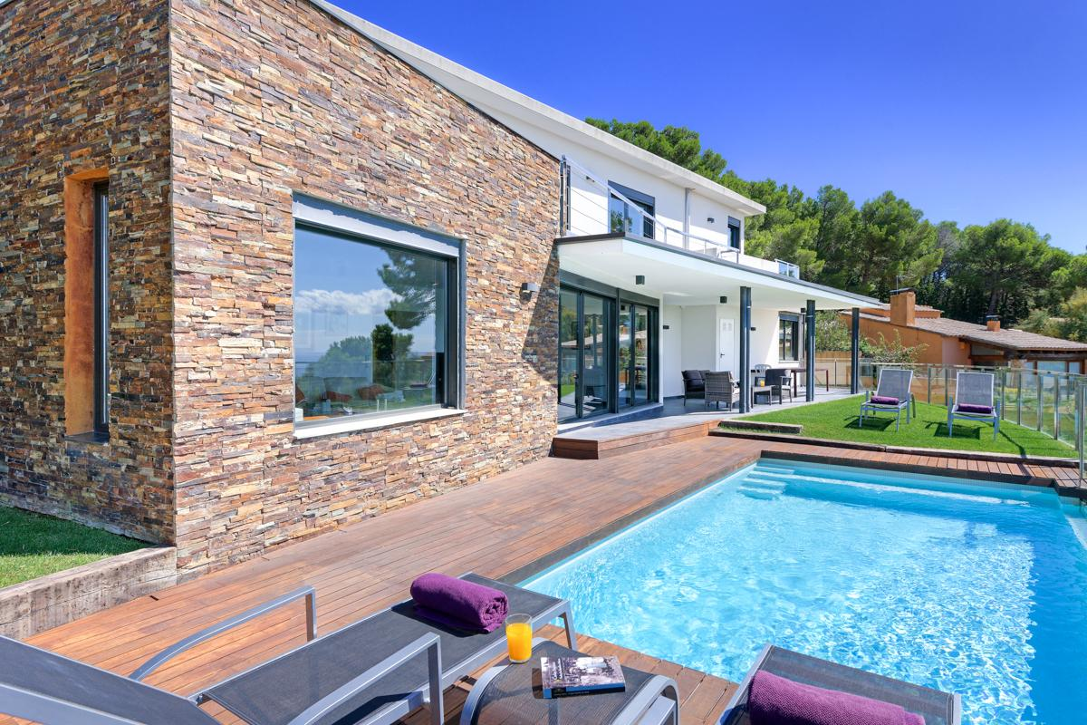 Property Image 1 - Modern Family Villa with Gorgeous Infinity Pool