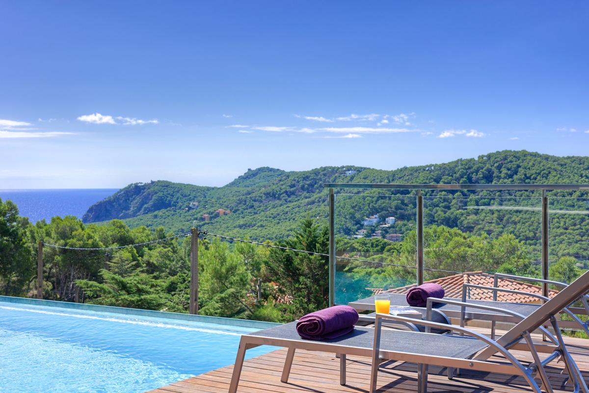 Property Image 2 - Modern Family Villa with Gorgeous Infinity Pool