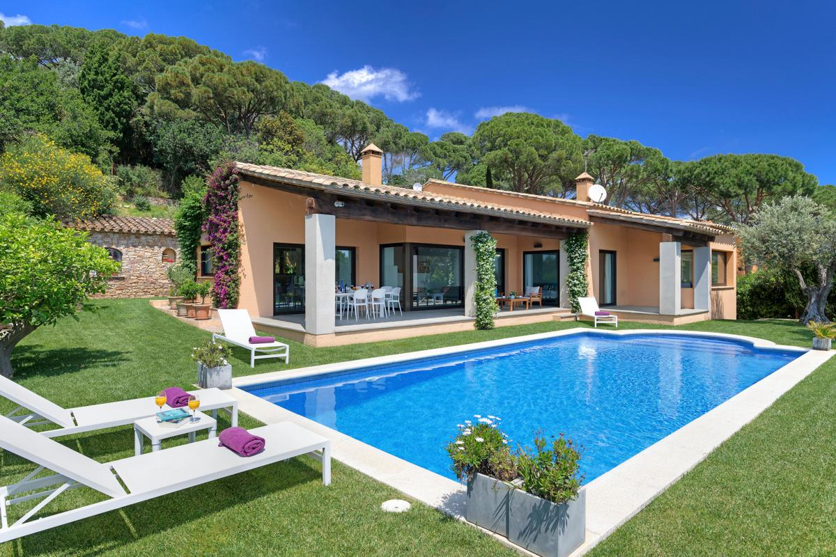 Property Image 1 - Fantastic Contemporary 4 Bedroom Villa with Pool and Beautiful Scenic Viewsin Begur