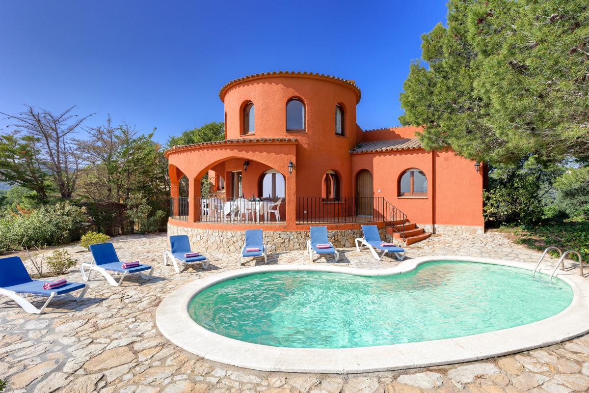 Property Image 1 - Relaxed, Peaceful Villa Boasting Spectacular Sea Views