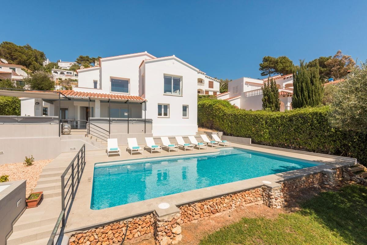 Wonderful Modern, Recently Furbished Villa with Pool and Sea Views