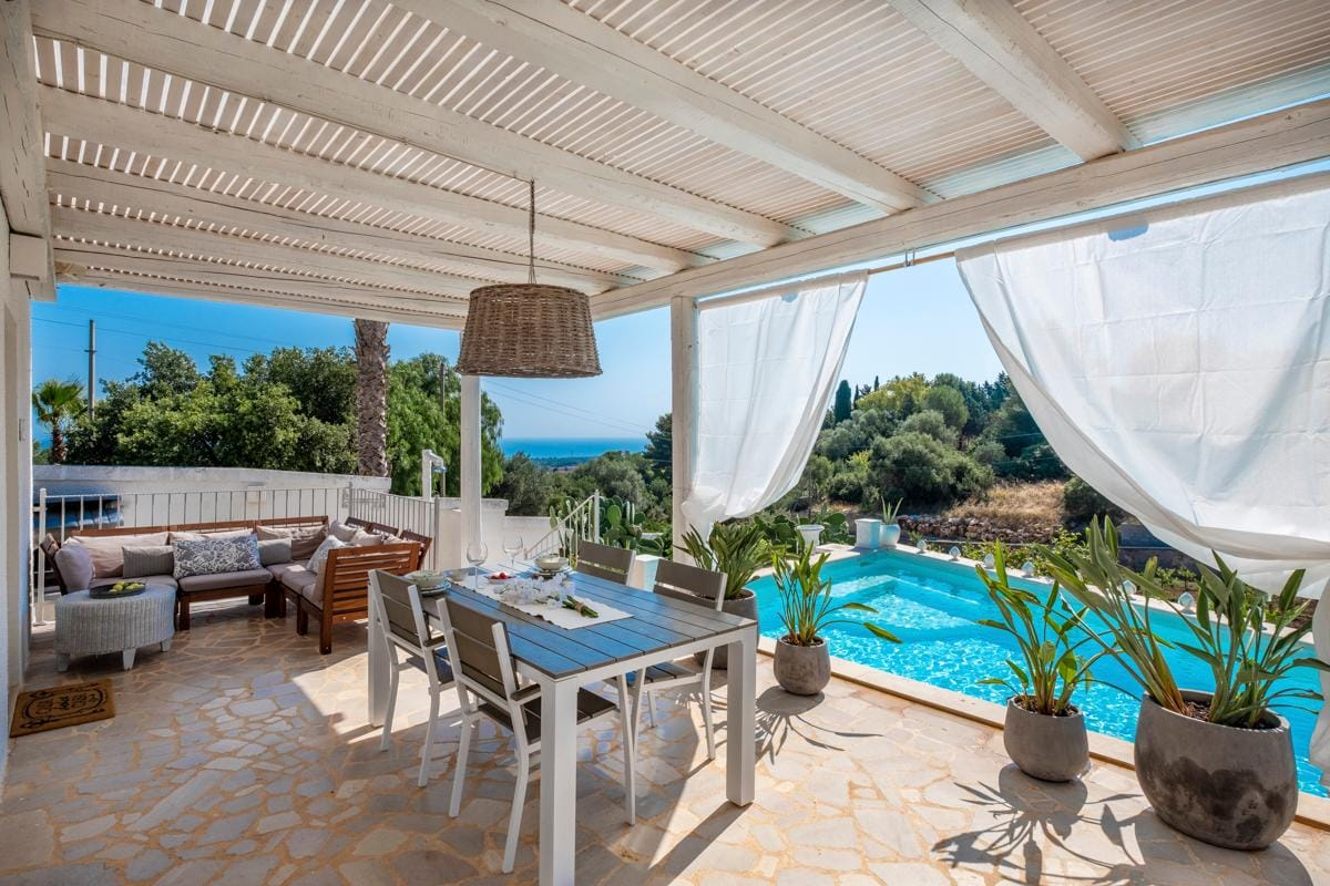 Property Image 2 - Rustic and Cosy Italian Casa with Sea and Mountain Views