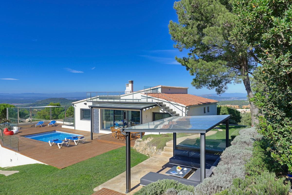 Property Image 1 - Remarkable Stylish Villa Boasting Magnificent Sea and Mountain Views