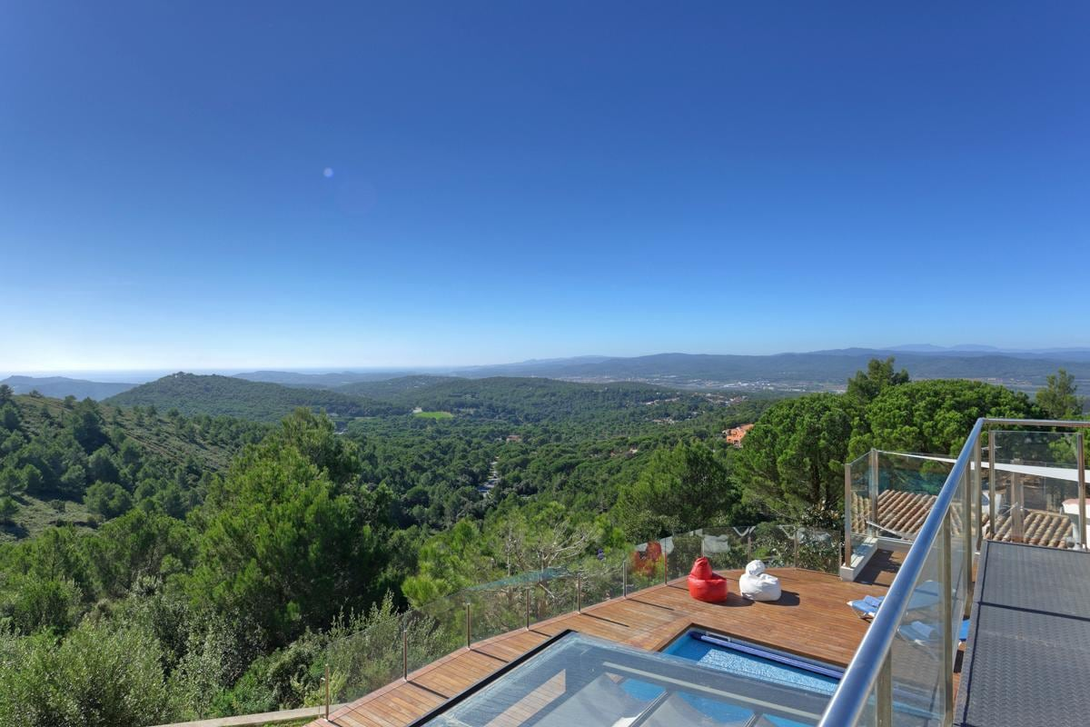 Property Image 2 - Remarkable Stylish Villa Boasting Magnificent Sea and Mountain Views