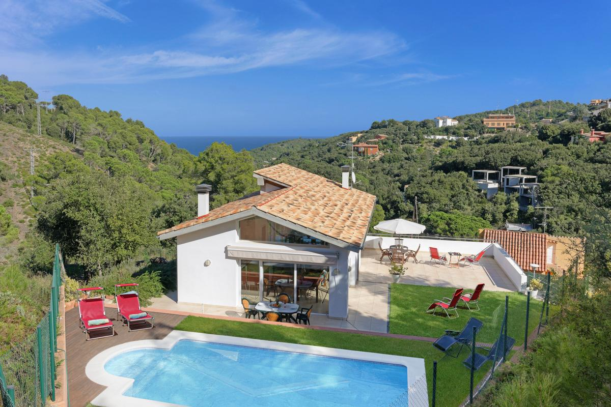 Property Image 1 - Bright Charming Villa with Pool in Begur