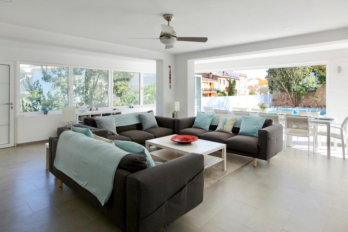 Property Image 2 - Grand and Sociable Open-Plan Villa that Sleeps 10
