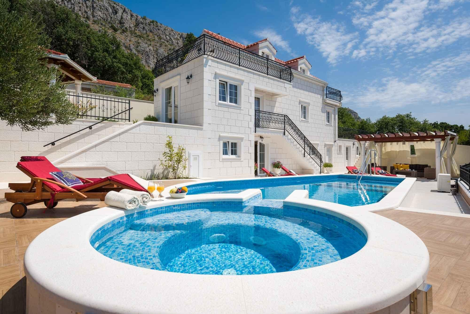 Property Image 1 - Grand Villa with Hydromassage Jacuzzi and Pool