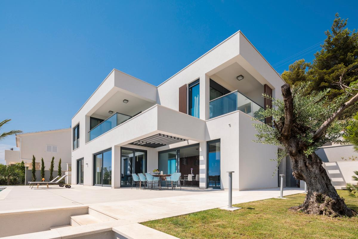 Property Image 2 - Luxurious Villa with Lift and Sea Views