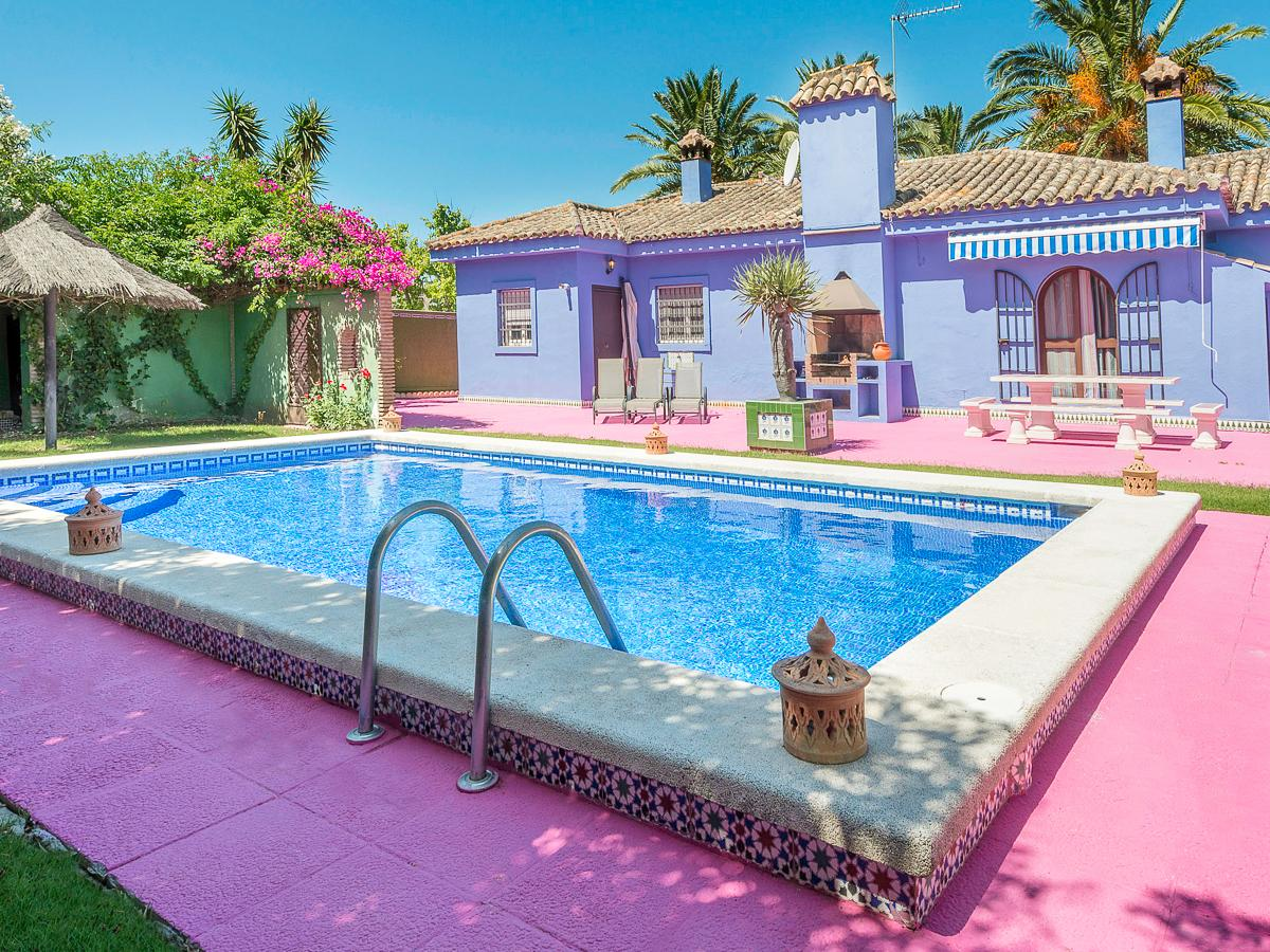 Property Image 1 - Eccentric Colourful 4 Bedroom Villa with Pool in Chiclana de la Frontera