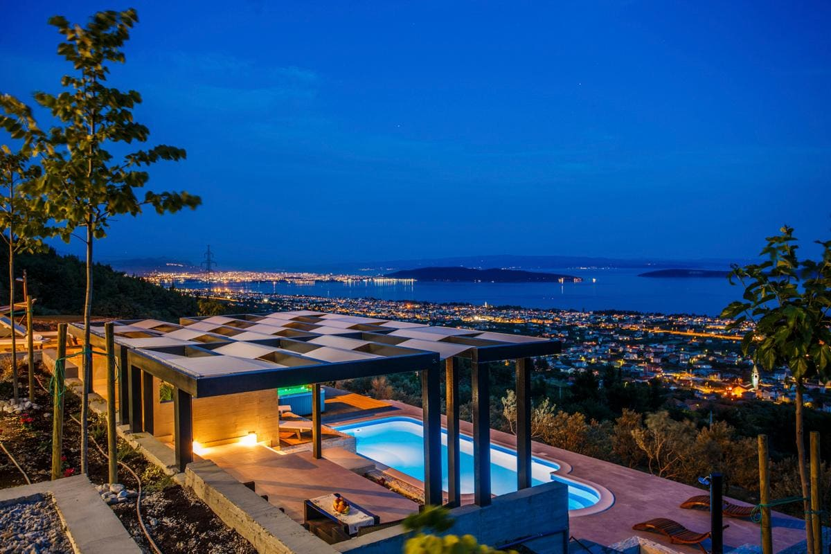 Stunning Design Inspired Villa near Split