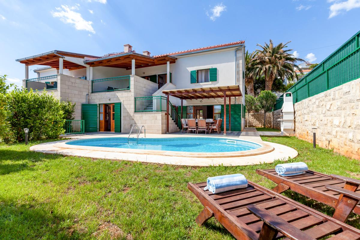 Property Image 1 - Beautiful, Relaxing Villa with Terrace and Pool
