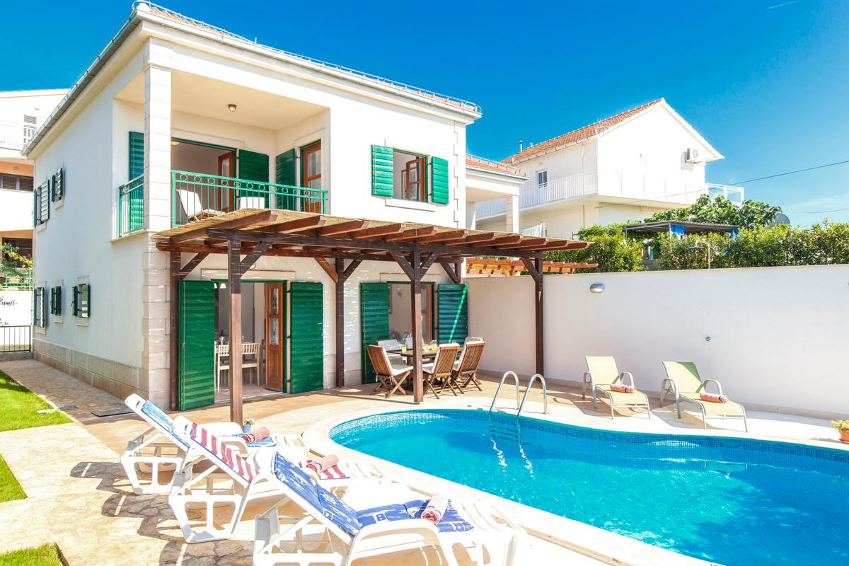 Property Image 1 - Tranquil Villa with Pool, close to Village and Beach