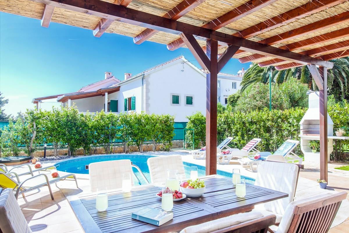 Property Image 2 - Tranquil Villa with Pool, close to Village and Beach
