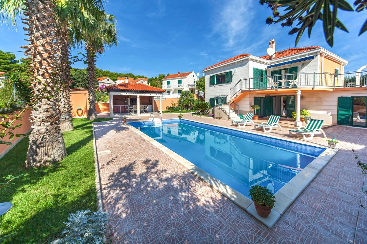 Property Image 1 - Spacious VIlla Close to Charming Beaches and Villages