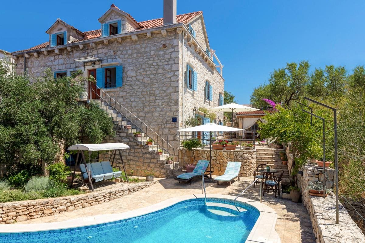 Property Image 1 - Charming Villa with Private Beach and Pool