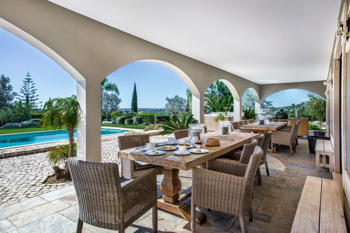 Gorgeous Villa Offering Wonderful Views with Vast Terrace and Pool