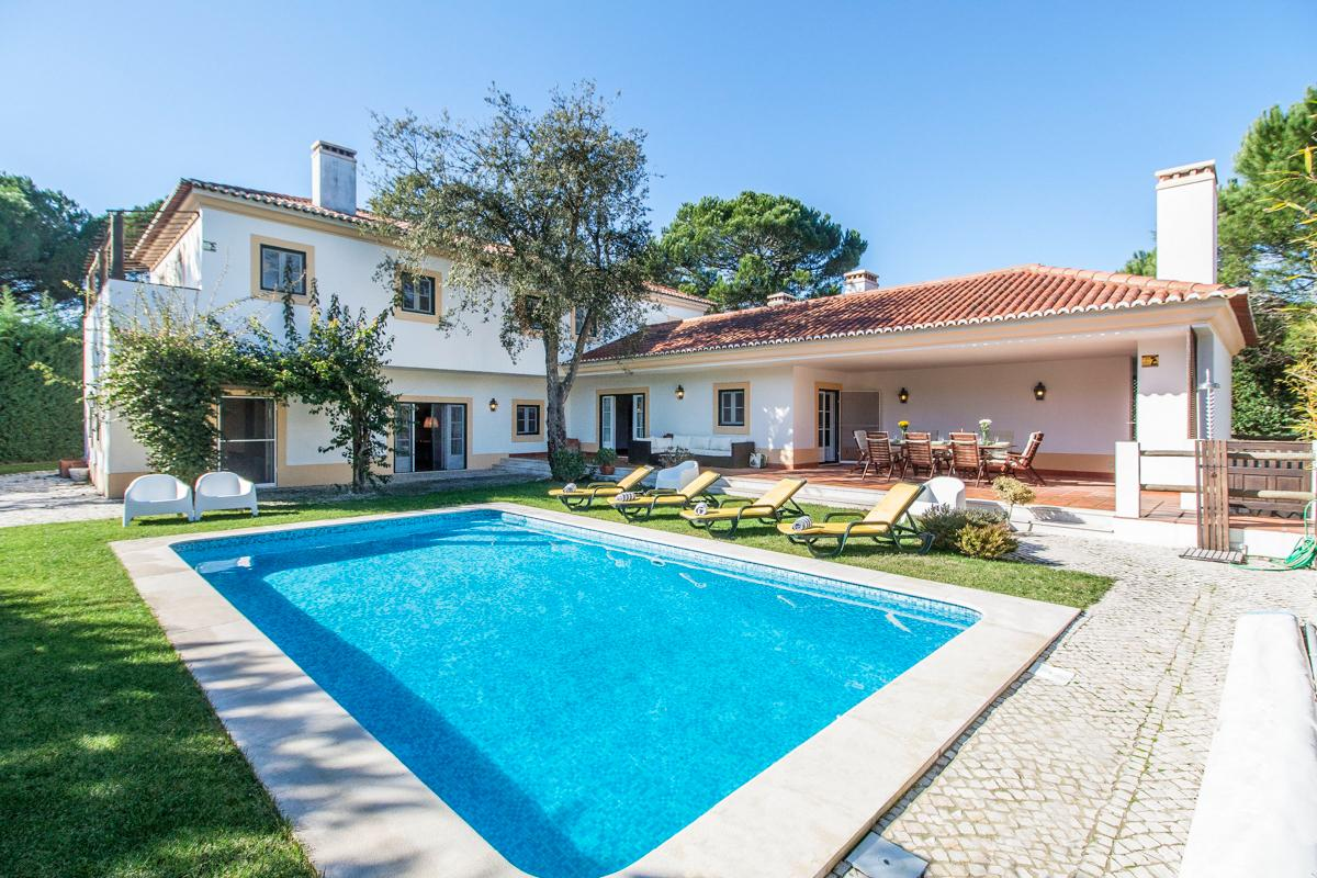 Property Image 1 - Charming Villa with Glistening Pool and Beautiful Garden